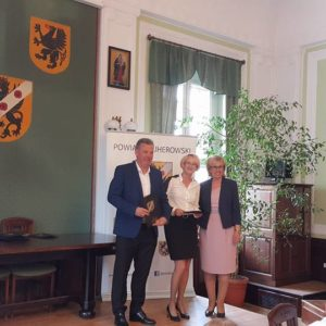 """Gratulacje dla """"Świata Tańca"""" od Starosty Powiatu Wejherowskiego"""